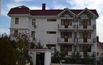 4-х этажный гостевой дом с бассейном
